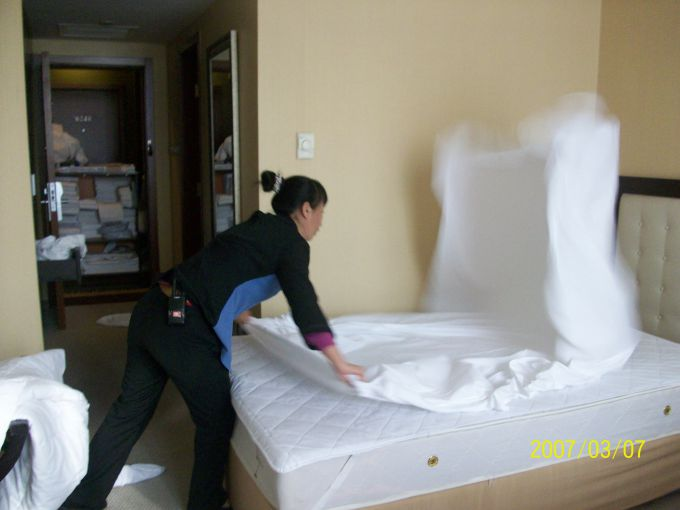 酒店客房部工作中.JPG
